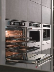 KitchenAid Stainless Steel Kitchen Suite_Even-Heat True Convection